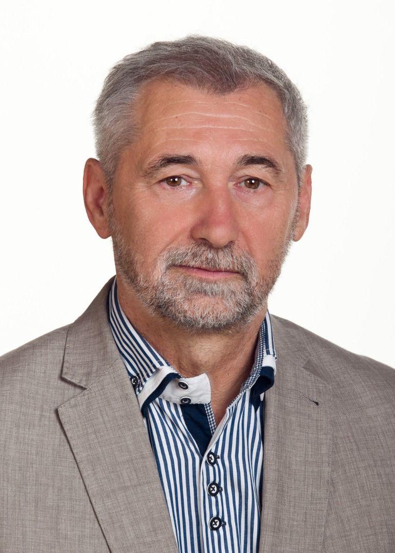 Dr. Kovács László